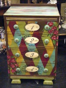 hand-painted-furniture05