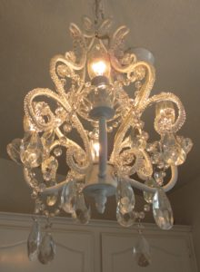 shabby-chic-chandeliers14